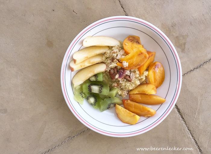 Warmer Hirsebrei mit frischem Obst