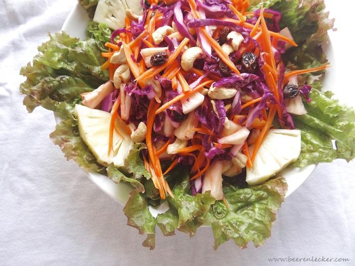 Rotkohl, Karotten & Ananas Salat mit Limetten-Dressing