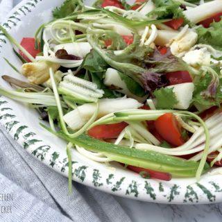 Spargel Zucchini Salat mit Sesam Zitronen Dressing