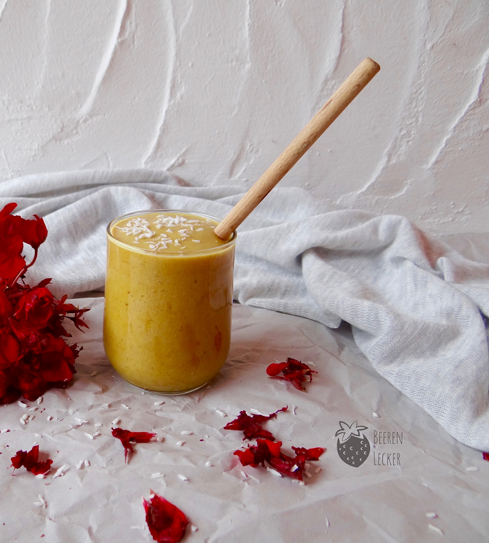 goldener smoothie vegan