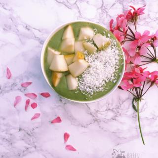 5 Minuten Gerstengras Smoothie Bowl – Lecker und Vegan