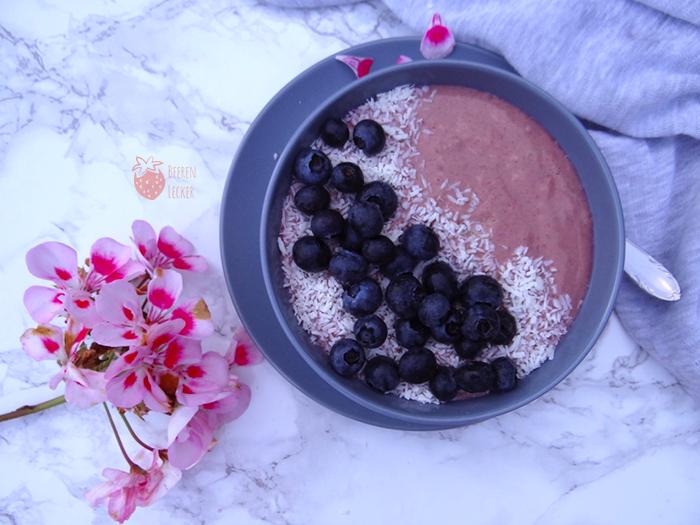 Johannisbeer Smoothie Bowl vegan und glutenfrei