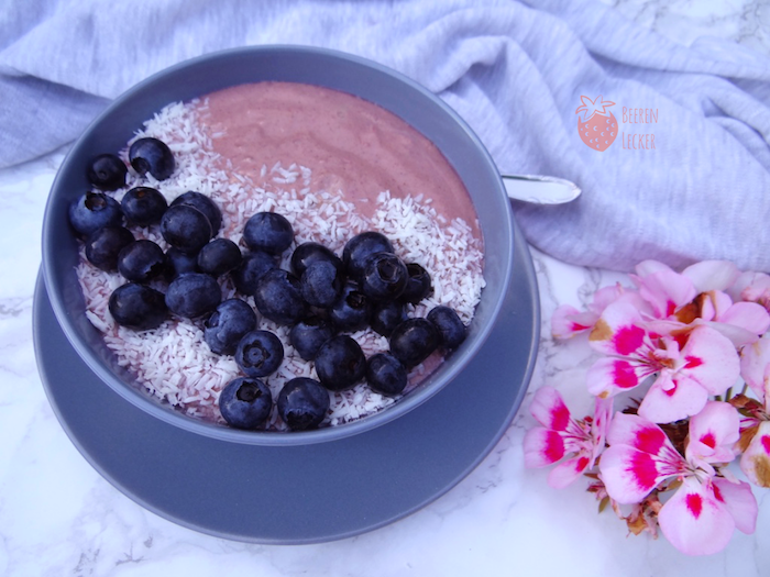 Johannisbeer Smoothie Bowl