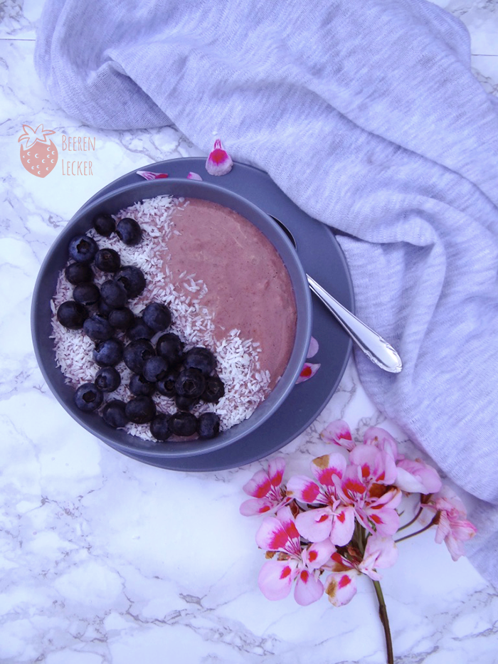 vegane Johannisbeer Smoothie Bowl